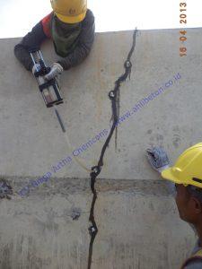 proses memperbaiki beton retak dengan metode injeksi
