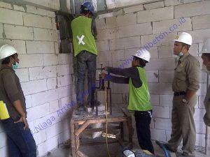 memperbaiki beton retak dengan metode injeksi pada dinding